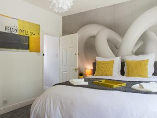 2 nights 15% OFF! CENTRAL WEST END*DESIGN*HOUSE*LEICESTER SQ* - London vacation rentals