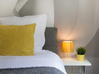 HelloYellow!NEW*WESTEND*DESIGN*HOUSE*LEICESTER SQ* - London vacation rentals
