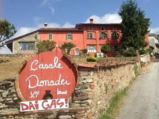 Casale Donadei - Associazione Dai Gas - Belvedere Langhe vacation rentals