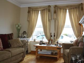 Spacious 4 bedroom House in Portstewart with Internet Access - Portstewart vacation rentals