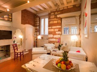 LE CADREGHE APARTMENTS in Verona city centre - Verona vacation rentals