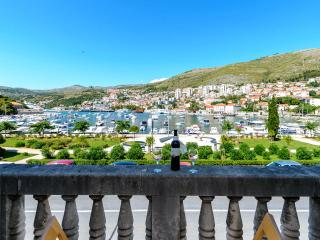 3bedroom comfortable renovated apartment - Dubrovnik vacation rentals
