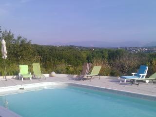 studio Fusain piscine, marineland, plage à pieds - Antibes vacation rentals