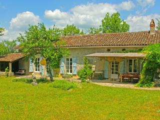 Lovely 3 bedroom Caylus Farmhouse Barn with Internet Access - Caylus vacation rentals