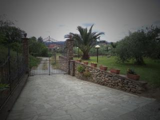 2 bedroom Townhouse with Internet Access in Santo Stefano di Magra - Santo Stefano di Magra vacation rentals