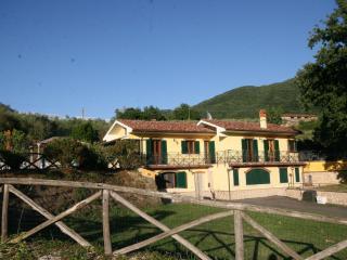 La Casa del Club Lampeggiante Blu - Castel Madama vacation rentals