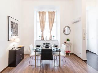 Comfortable Condo with Internet Access and Short Breaks Allowed - Budapest vacation rentals