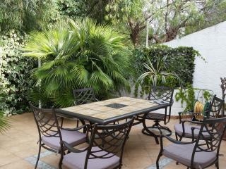 Cozy 2 bedroom Villa in Taranto with Deck - Taranto vacation rentals