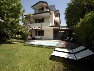 4 bedroom Villa with Deck in Forte Dei Marmi - Forte Dei Marmi vacation rentals