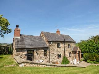 CHEVINSIDE COTTAGE, detached, open fire, ideal for a family, pet-friendly, in Belper Ref 919593 - Belper vacation rentals