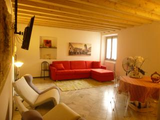 B&B Dimora del riccio 2 Apartment - Bergamo vacation rentals