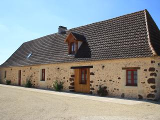 6 bedroom Gite with Internet Access in Rouffignac-Saint-Cernin-de-Reilhac - Rouffignac-Saint-Cernin-de-Reilhac vacation rentals
