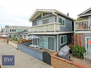 Walk to Everything from this Newly Remodeled Beach House! (68255) - Newport Beach vacation rentals