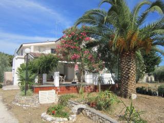 appartamenti in villa con piscina - Peschici vacation rentals