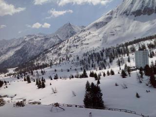 Bilocale con garage a 100 m. dalle piste da sci - Passo Tonale vacation rentals