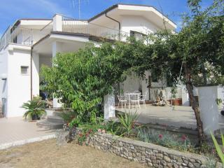 monolocale in villa con piscina - Peschici vacation rentals