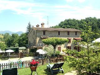 Romantic 1 bedroom Townhouse in Gubbio - Gubbio vacation rentals