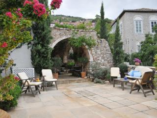 Artist's Haven Villa in Hydra - Hydra Town vacation rentals