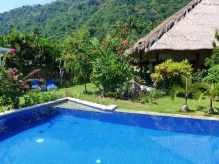 Villa Senang Senggigi/Villa Bunte - Mangsit vacation rentals
