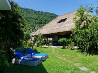 Villa Senang Senggigi/5-bedroom - Mangsit vacation rentals