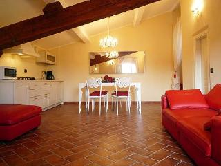 Bright 4 Bedroom Apartment in Duomo Area of Florence - Rome vacation rentals