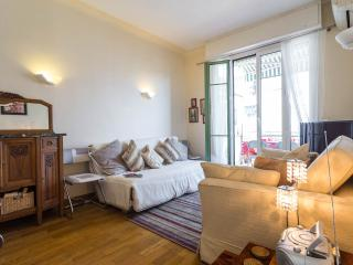 Gorgeous 2 bedroom holiday apartment with deligfhtful balcony in central Nice - Nice vacation rentals