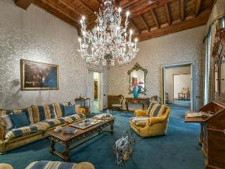 Marvelous Antique-Style Apartment in Florence - Florence vacation rentals