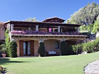 Comfortable 5 bedroom Porto Rotondo Villa with A/C - Porto Rotondo vacation rentals