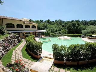 Lovely 4 bedroom Sorano Villa with Internet Access - Sorano vacation rentals