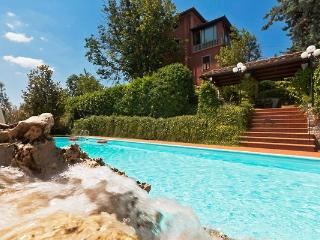 Villa Chianna, elegant and charming. Pool. 12px - Chianni vacation rentals