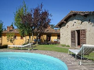 Lovely Cottage with Internet Access and Shared Outdoor Pool - Badia Agnano vacation rentals