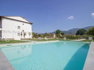Bright 7 bedroom House in Marlia - Marlia vacation rentals