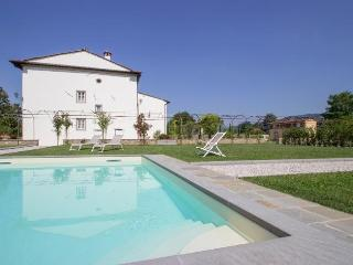 Bright 7 bedroom Marlia House with Internet Access - Marlia vacation rentals