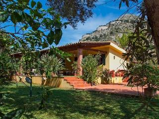 Charming 5 bedroom Mondello House with Internet Access - Mondello vacation rentals