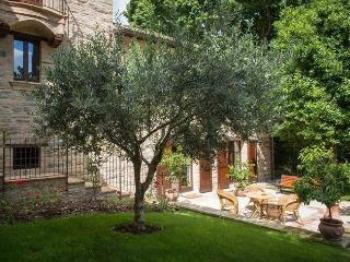 Lovely Villa with Internet Access and Shared Outdoor Pool - San Severino Marche vacation rentals