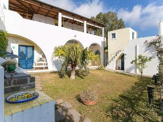 Charming Villa with Internet Access and A/C - Santa Marina Salina vacation rentals