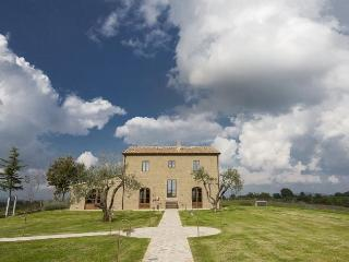 Bright 4 bedroom Villa in San Quirico di Sorano - San Quirico di Sorano vacation rentals