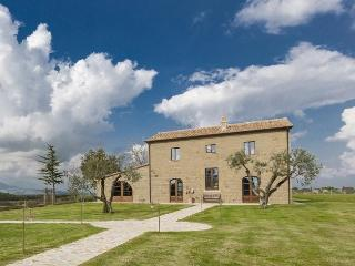 Bright 4 bedroom Villa in San Quirico di Sorano with Internet Access - San Quirico di Sorano vacation rentals