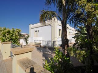 Trilocale Residence Mare Blu - Torre Suda vacation rentals