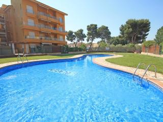 Holidays flat next to the beach with pool - L'Escala vacation rentals