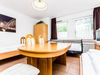 79 Cozy apartment with 5 beds in Cologne Höhenberg - Cologne vacation rentals