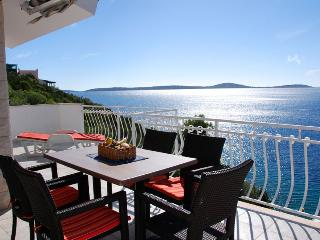 Holiday in a fantastic seafront location 1399 - Vinisce vacation rentals