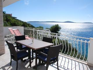 Holiday oasis with pool and modern amenities 5989 - Vinisce vacation rentals