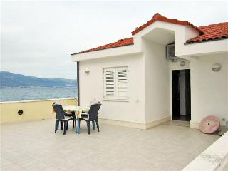 Cosy ground floor apartment by the sea 5925 - Slatine vacation rentals