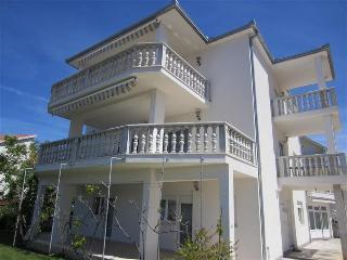 Cozy studio on the ground floor 1432 - Okrug Gornji vacation rentals