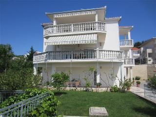 Apartment with a beautiful garden 1434 - Okrug Gornji vacation rentals
