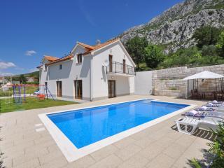 Villa Kuvacic - Omis vacation rentals