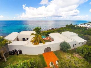 Lovely Villa with Deck and Internet Access - West End vacation rentals