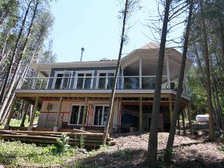 Cozy 3 bedroom Allenford Cottage with Deck - Allenford vacation rentals