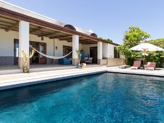 Comfortable 4 bedroom Noordhoek Villa with Internet Access - Noordhoek vacation rentals